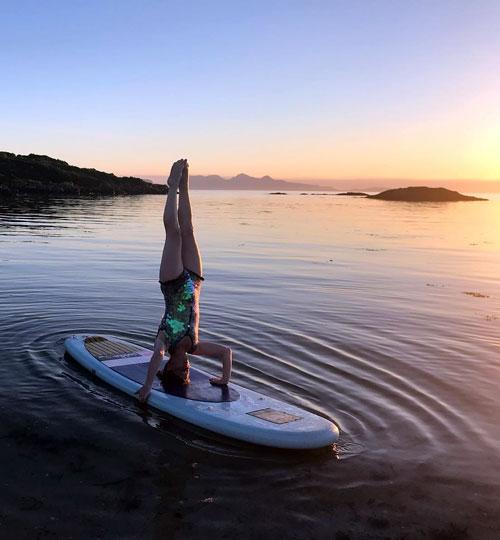 Paddleboard Handstand